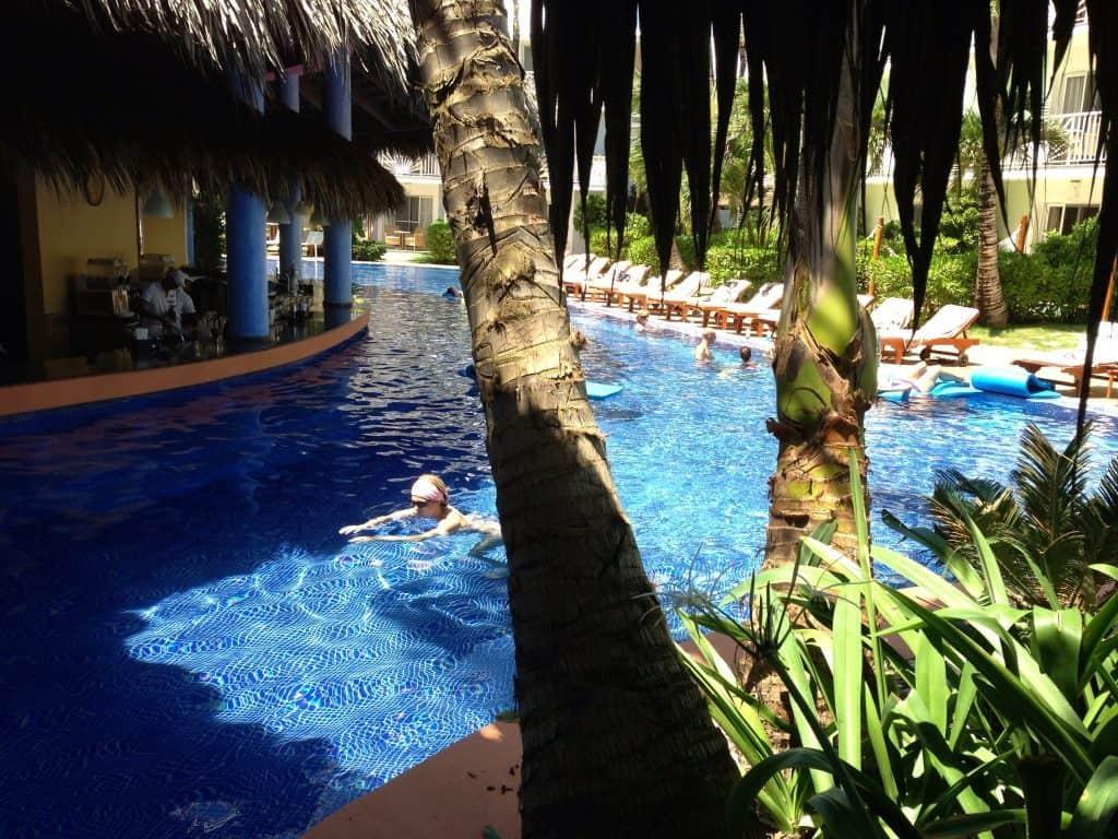 excellence-punta-cana-pool-swim-up-bar