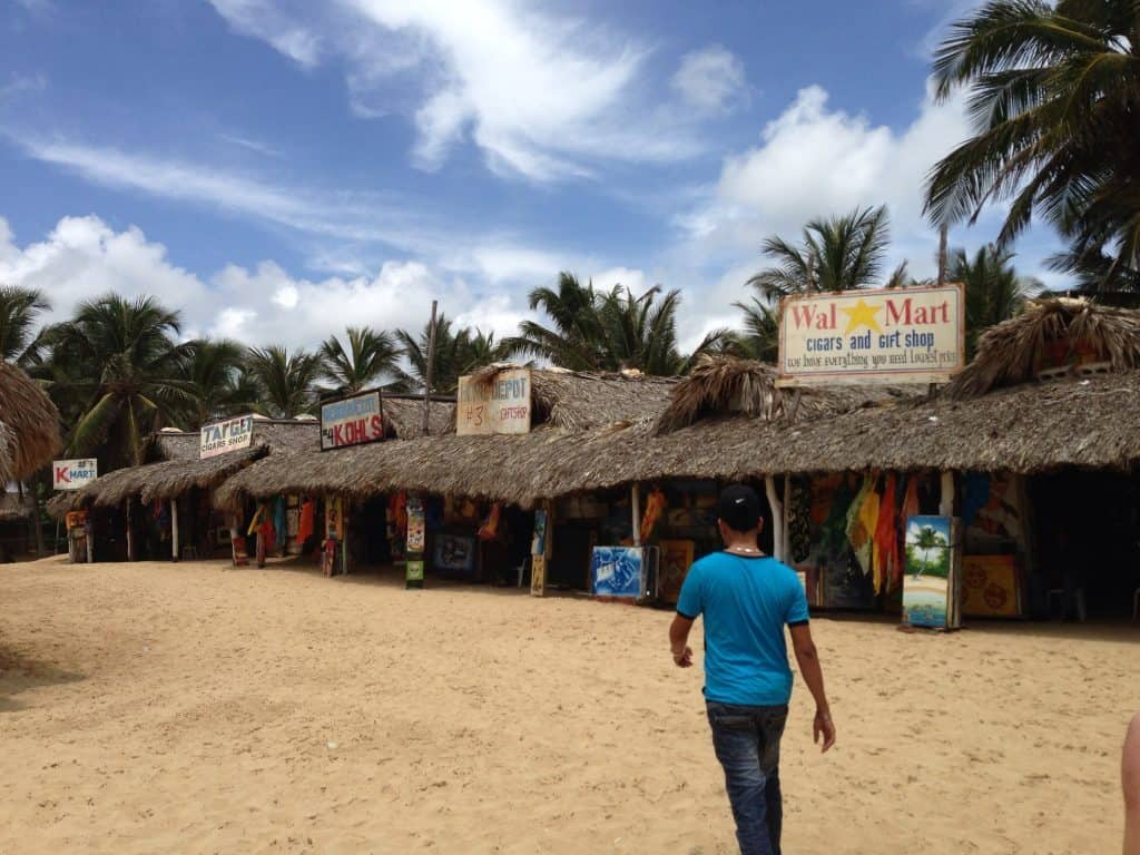 punta-cana-shopping-huts-excellence-punta-cana
