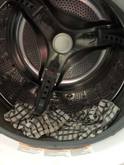 Leave a vinegar soaked rag in the washing machine to remove mold.