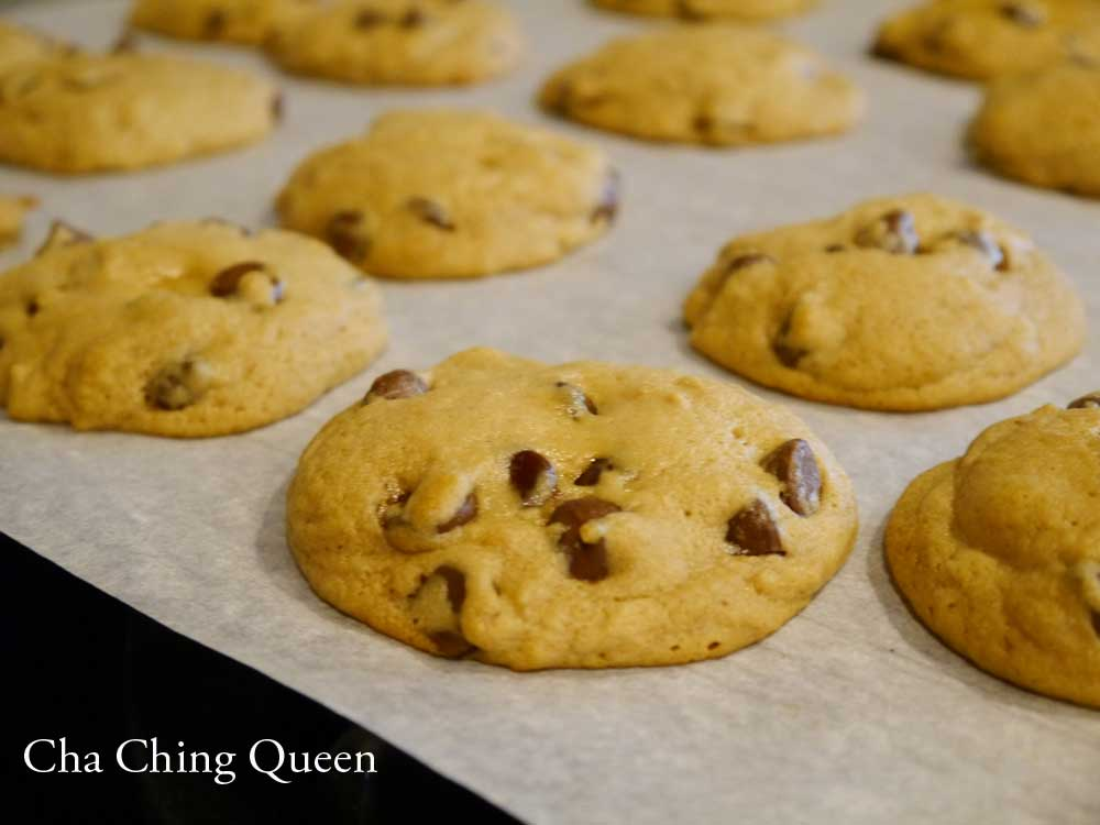 How to make the Best Chewy Chocolate Chip Cookies that are Soft and Fluffy