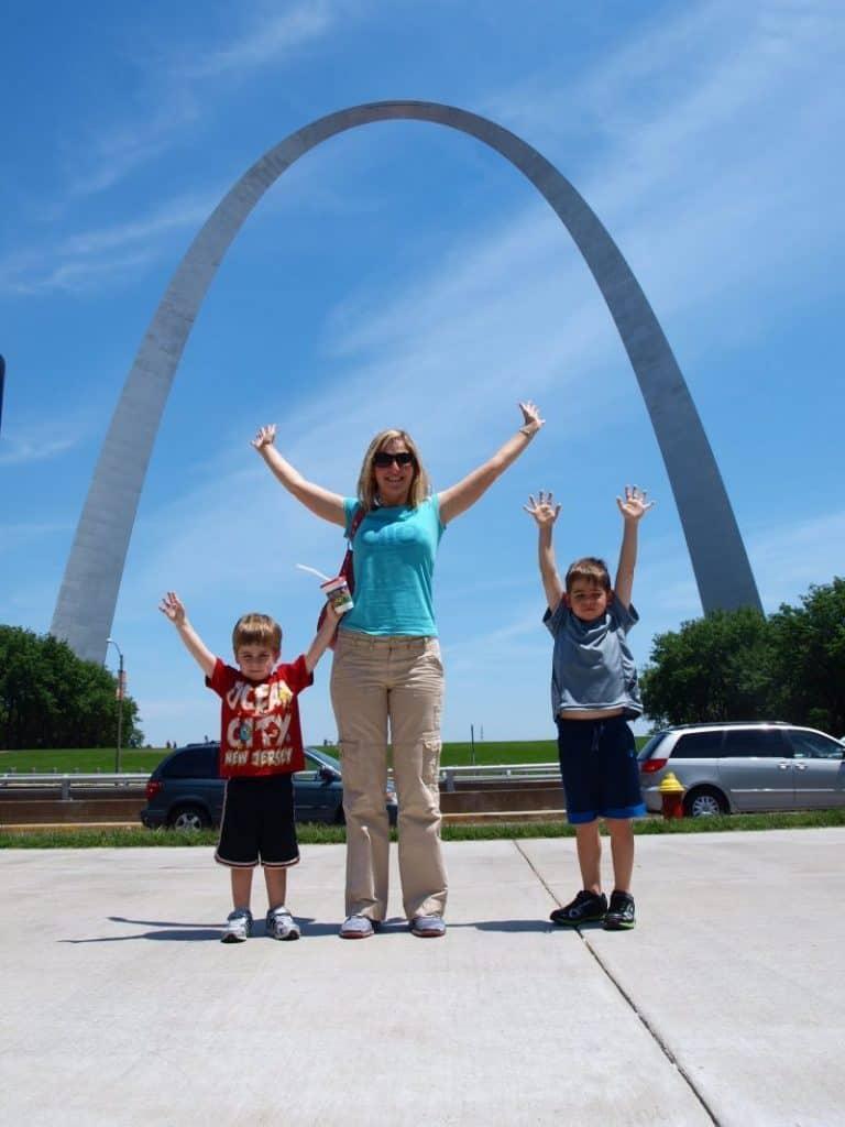 st louis arch - stretch break family road trip