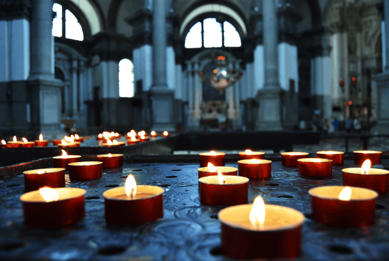 religious rituals to remember dead loved ones candles