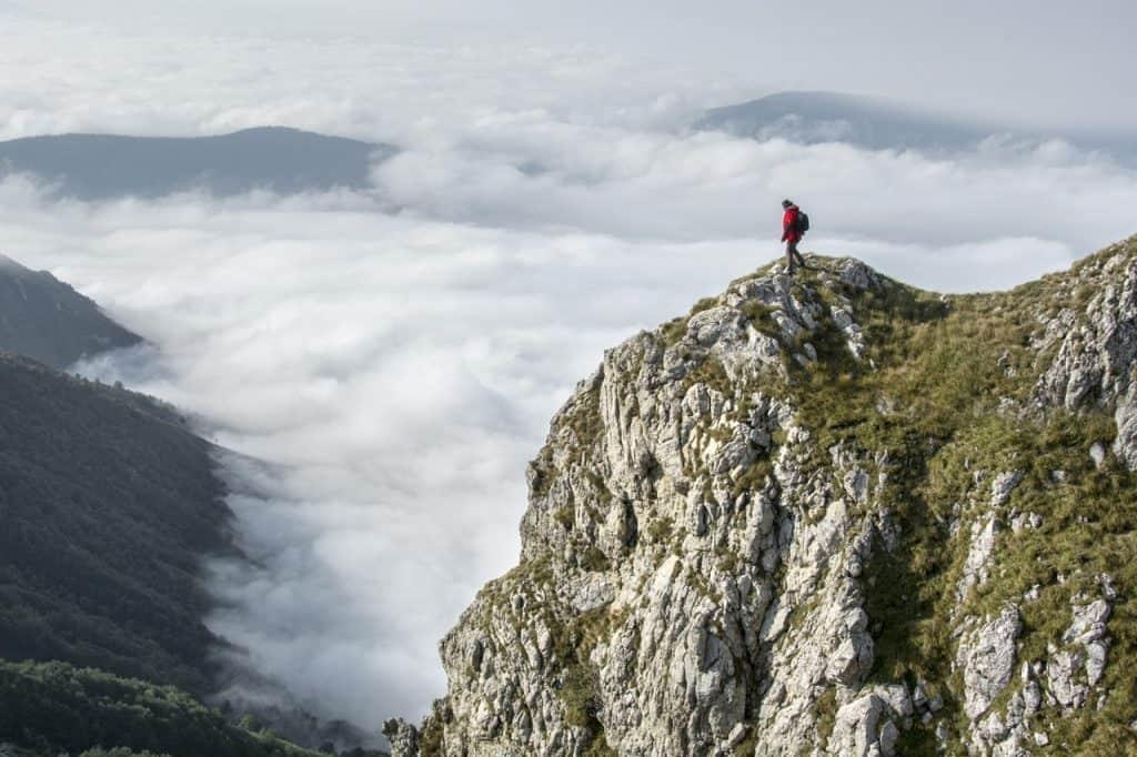 hiking mountain cliff overlook