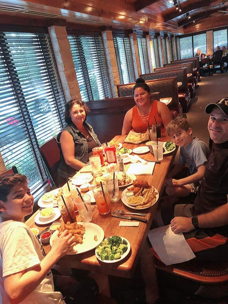Austin Texas Family - Food Blogger Restaurant Review - Cheddar's Scratch Kitchen