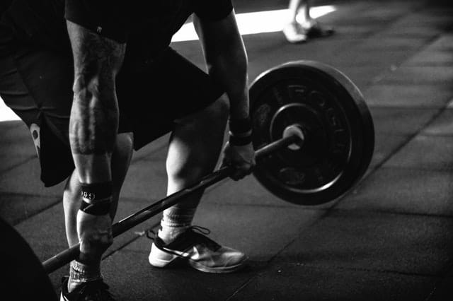 Tips to Help Reach Fitness Goals weight lifting gym weights