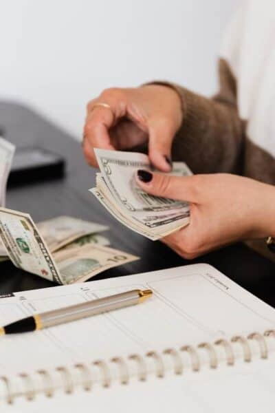 finances counting money bills