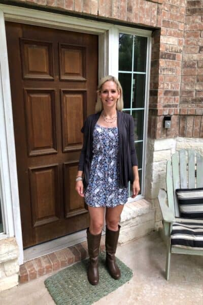 Austin Lifestyle Blogger Influencer Rachel on Porch